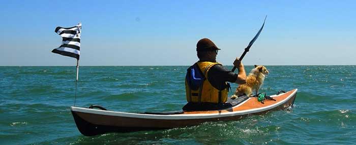 """"""" LÉO """" le kayak de mer compact, qui a du chien !"""